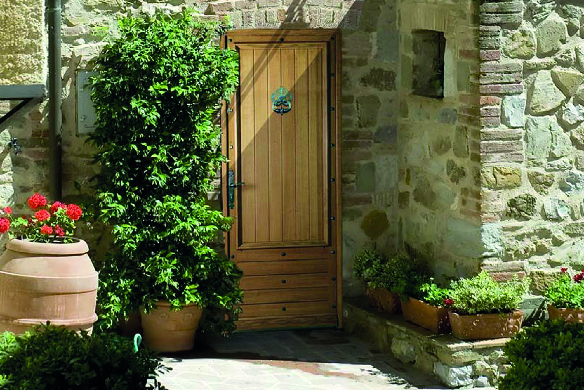 Porte d entr e bois traditionnelle rion bois for Joint porte d entree